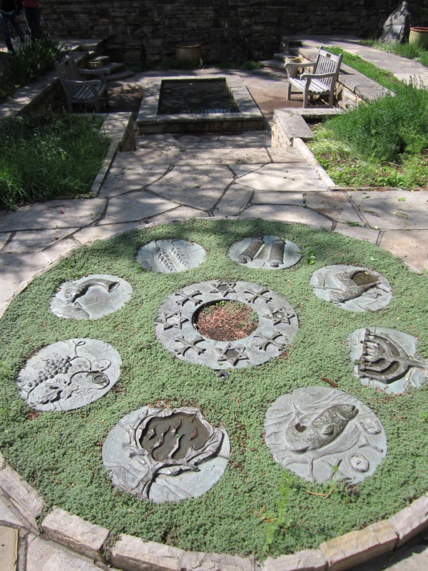I love this design as it could be used in a myriad of ways. You could use childrens hand imprints, dishes, stepping stones or even rocks.